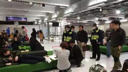 被日本机场抛弃的人们有资格唱国歌吗
