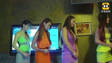 小伙子到KTV喝酒, 老板娘安排的几个女孩都不满意, 最后亲自出马, 眼睛都直了!