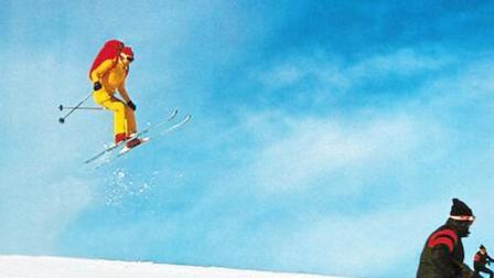 极限大神模仿007高山滑雪 致敬詹姆斯·邦德悬崖跳伞神迹