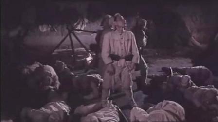 《巧奔妙逃》农民混入日本营被发现,假扮空袭逃走