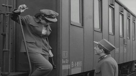 二战期间,米洛在军事基地等待女朋友玛莎亲吻