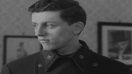 二战期间,火车学徒米洛继承父业做军方情报人员