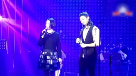 霍尊与母亲合唱《十送红军》画面温暖, 霍妈妈实力不输专业歌手