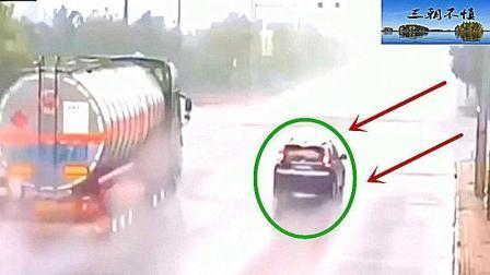 大货车突然闯红灯, 油罐车瞬间撞爆, 画面看着太惨了!