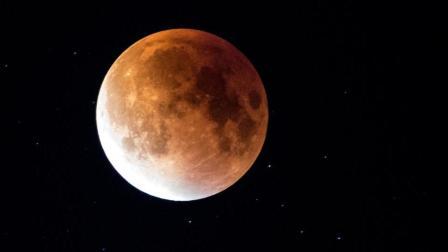 """「科技三分钟」""""超级蓝色血月""""今晚现身, 中国大部地区可清晰观测, 时隔152年再次上演"""