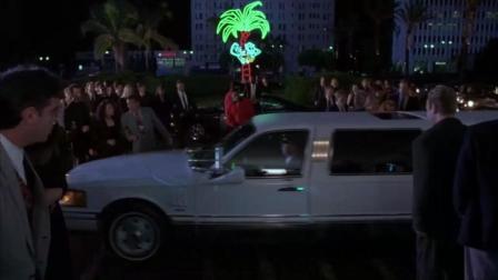 无厘头金凯瑞, 借着面具的魔力, 随时超级豪车出入, 无数印在金钱上的朋友
