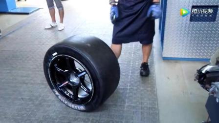牛人演示2秒安装F1赛车轮胎, 这速度简直不能再快了,