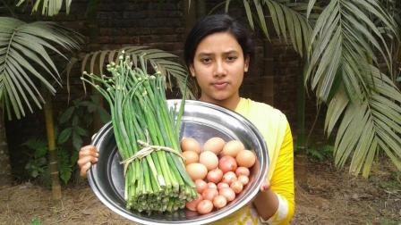 印度女孩下厨, 一把葱花几个土豆几个鸡蛋炒成一锅, 出锅时我真服了