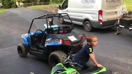 搞笑: 小孩带着小女朋友开着小汽车玩漂移