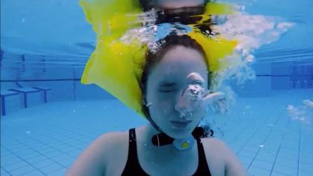 智能救生圈让你在游泳池里来去自如, 让不会游泳的人不再担心溺水