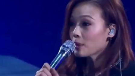 他怎么不上歌手,张敬轩和容祖儿一起合唱的这首歌,两人配合完美