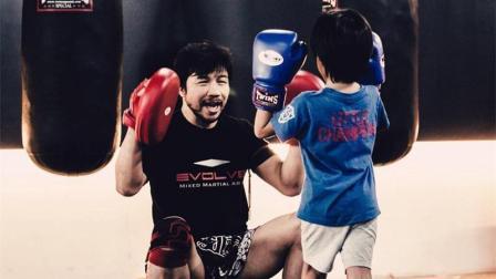 13岁小学霸! 目前为止中国少有的几位职业拳击手