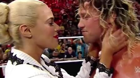 WWE送葬者为争女子一吻, 大打出手, 赢得胜利, 男人就该这样! 