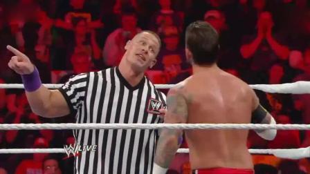 WWE最牛裁判约翰塞纳, 擂台上暴揍朋克, 嚣张至极!