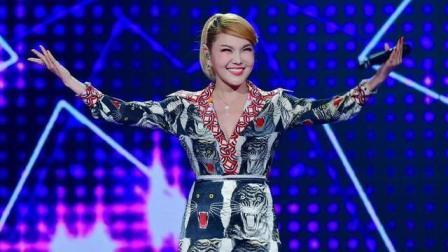 """""""蒙古之花""""乌兰图雅演绎她最拿手的一首歌, 全场掌声不断!"""