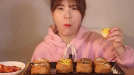 韩国大胃王吃播donkey妹妹吃12个油豆腐寿司配泡菜, 真的能吃啊