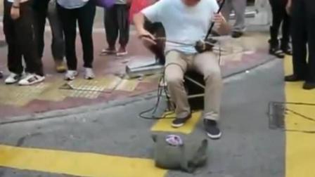 小伙子街头二胡演奏《上海滩》 果然是高手在民间_超清