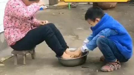 农村小孩搞笑视频, 笑到肚子疼