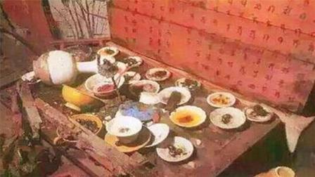 专家考古辽代一古墓, 刚进入墓室, 就发现墓主人摆了一桌酒席