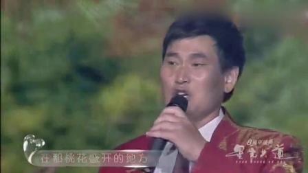 大衣哥朱之文和吉米演唱在那桃花盛开的地方, 两个人唱的都不孬