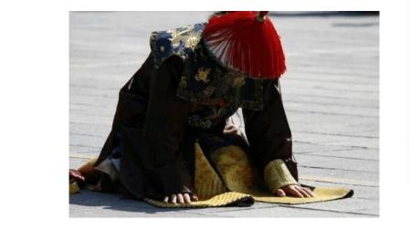 """清朝官员跪拜前要""""啪啪""""甩袖子, 原来暗藏这样的大玄机......"""