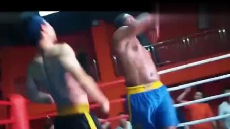 没想到黑人拳王在擂台上打倒中国拳手, 正在得意张狂时, 下一秒被中国拳王教做人! 太棒了!