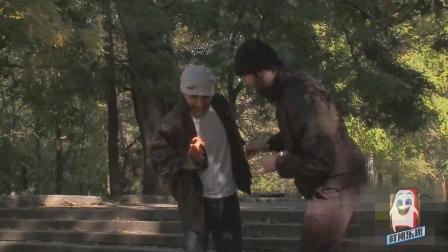 外国搞笑节目: 恶作剧点烟着火, 吓路人恶搞! 真是让人捧腹大笑!