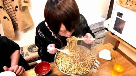 日本大胃王耳机小哥, 吃8斤猪肉拉面, 这么大口吃, 不怕烫吗?