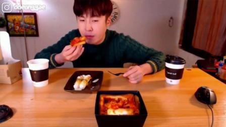 韩国大胃王donkey哥哥吃吐司芝士焗年糕, 酱汁拌年糕