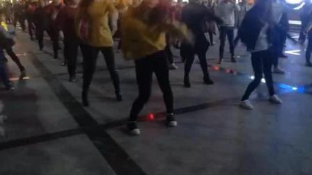 深圳观澜富士康北大门广场舞