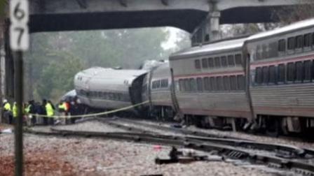火龙果传媒 第一季 美国一列火车与货运列车相撞