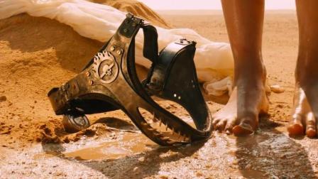 末世世界变异人当老大, 漂亮女孩被戴上这种玩意, 当老婆!