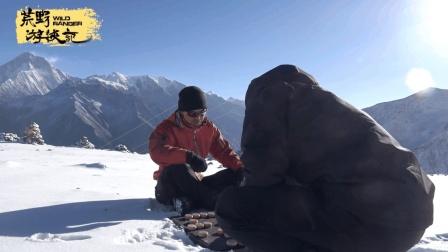 """无语, 海拔5000米冰天雪地里两个""""菜手""""下象棋, 路数太奇葩"""