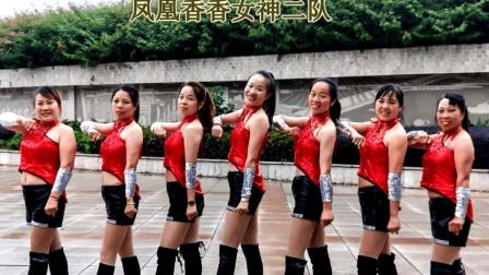 雨中的7名西施跳动感步子舞《一晃就老了》凤凰香香广场舞