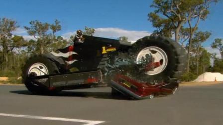 全球最大摩托车长达9米重达14吨, 可以轻松碾碎汽车