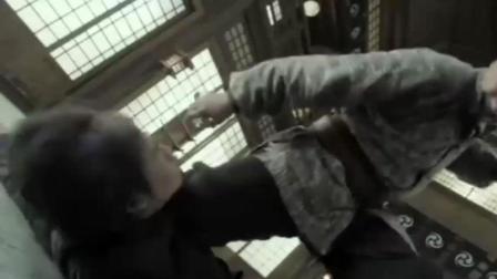 大叔武功高强, 一人对战十几个鬼子, 比李小龙的陈真还猛!
