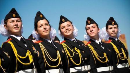 我国男多女少, 俄罗斯女兵不要房车, 为何中国人却没多少愿娶?