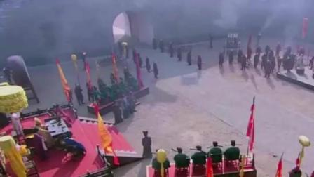 男子要被斩首, 有人来求情, 当皇帝看到他立马下跪