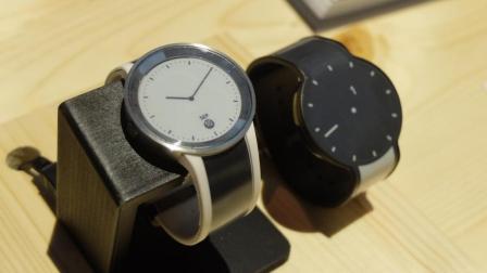 像电子书一样的智能手表, 让你能够自动变化主题!