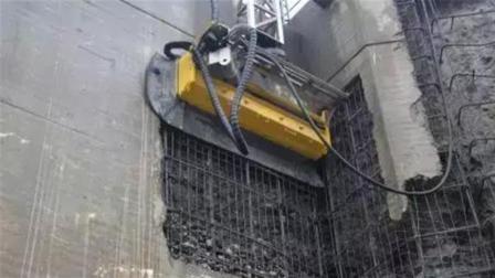 """拆迁专用! 这机器人""""啃墙""""无声无息, 比挖掘机厉害"""