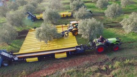 美国农作物机械收割操作精确到度? 难怪全世界都愿意进口美国粮食