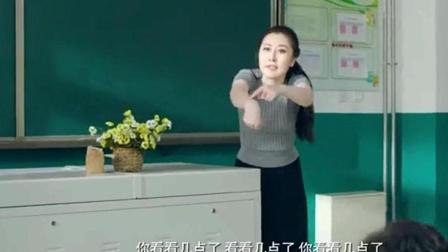 小明老师为了去约会提前下课, 班里小学生的行为亮了!