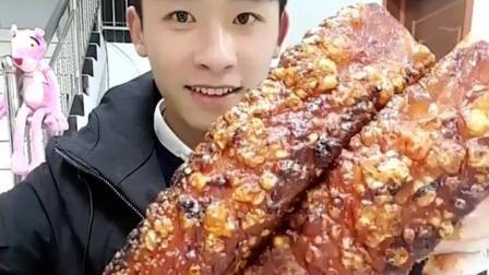 工地打工小伙开饭啦, 脆皮烤肉, 酱香章鱼足, 看来很好吃嘛! 快吃(1)