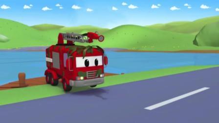 汽车城的消防车从泥潭里出来, 浑身都是水草和泥, 他急需要清洗!