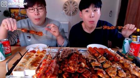 韩国大胃王兄弟吃超多肉串串, 培根鹌鹑蛋串、香肠串、芝士串、奶酪串、心脏串