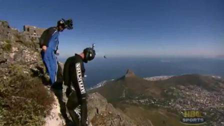 男子蝙蝠装飞行, 撞上崖壁, 监控拍下他人生最后10秒钟