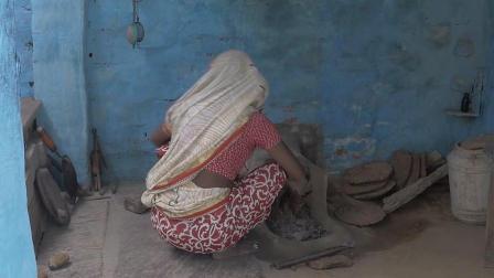 去印度农民家吃饭! 实拍印度农村做饭的灶台, 燃料非常辣眼睛