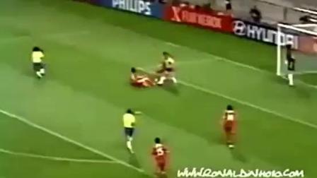 02年世界杯, 罗纳尔迪尼奥一个人, 让国足明白啥叫足球?