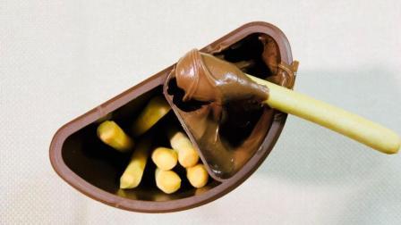 怪大叔试吃手指饼干蘸巧克力酱, 想蘸多少蘸多少, 少女心爆棚!