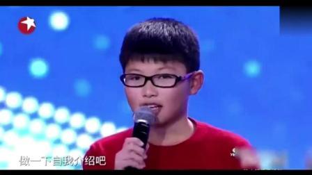 13岁男孩演唱邓丽君歌曲, 一开口全场都以为是假唱! 四位评委惊呆